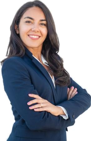 lachende vrouwelijke professional in blauw colbert met de handen over elkaar